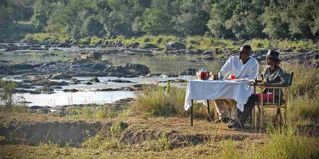 08 Hippo Pool Breakfast.jpg