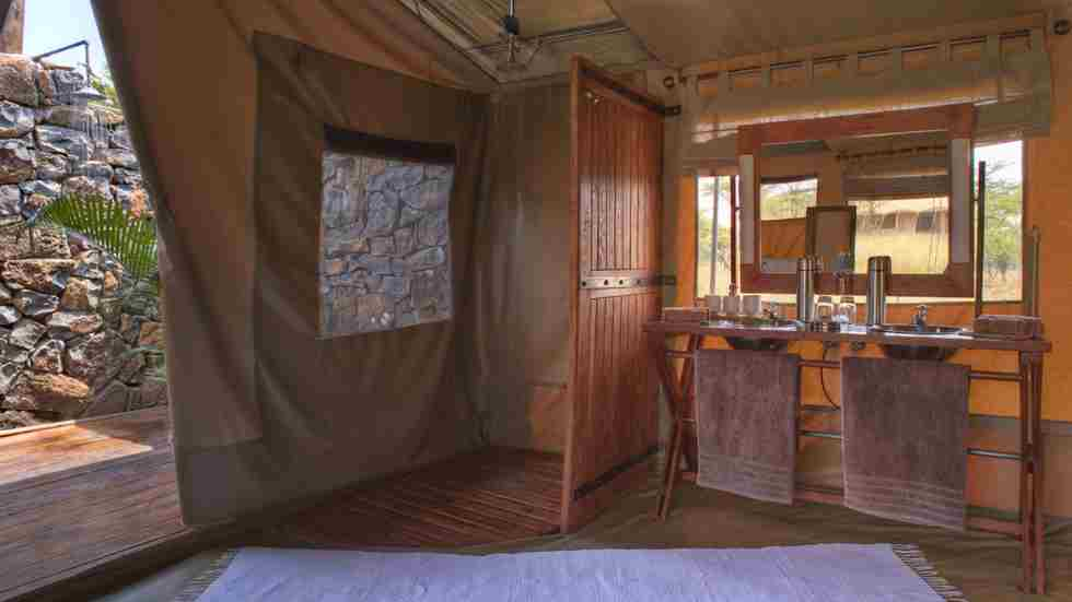 Naboisho-Camp-bathroom.jpg
