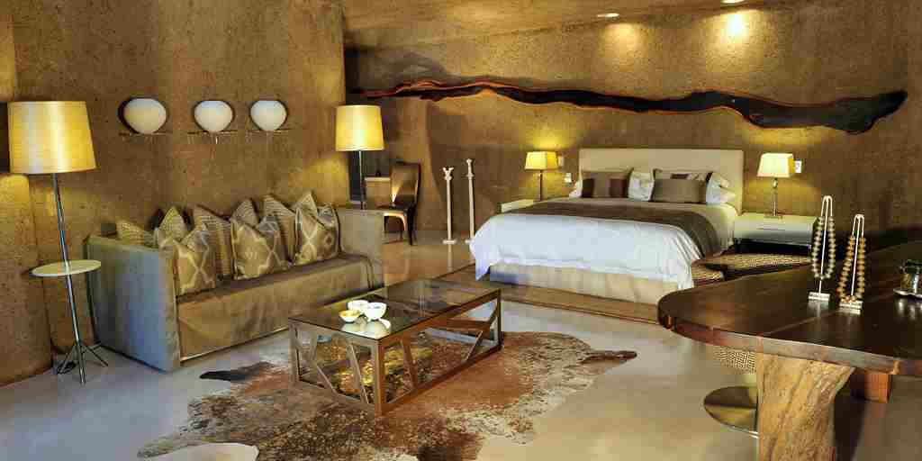 Earth Lodge - Suite.jpg