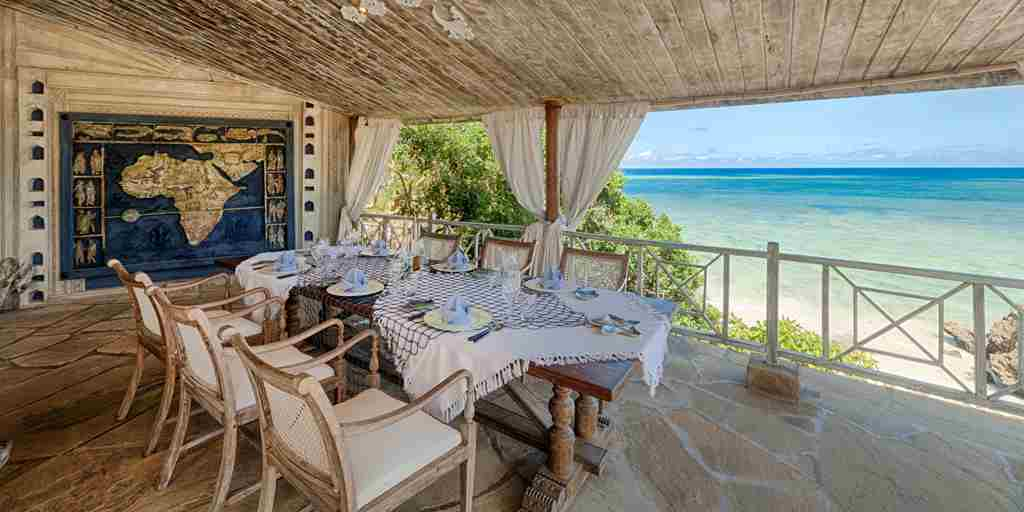 08-Alfajiri Cliff dining area + beach 2.jpg