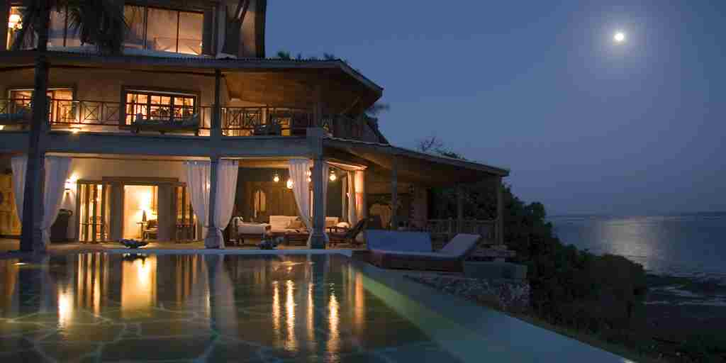 27-Alfajiri Cliff House pool and moon evening.jpg