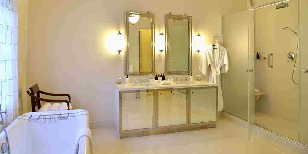 9-Presidential-Suite-Bathroom.jpg