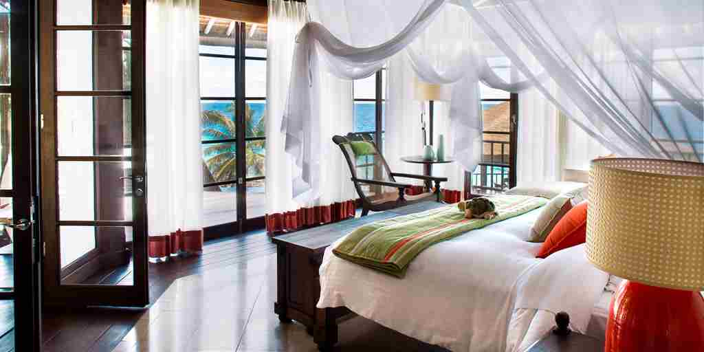 Fregate Island Private_Interior Kingbed.jpg