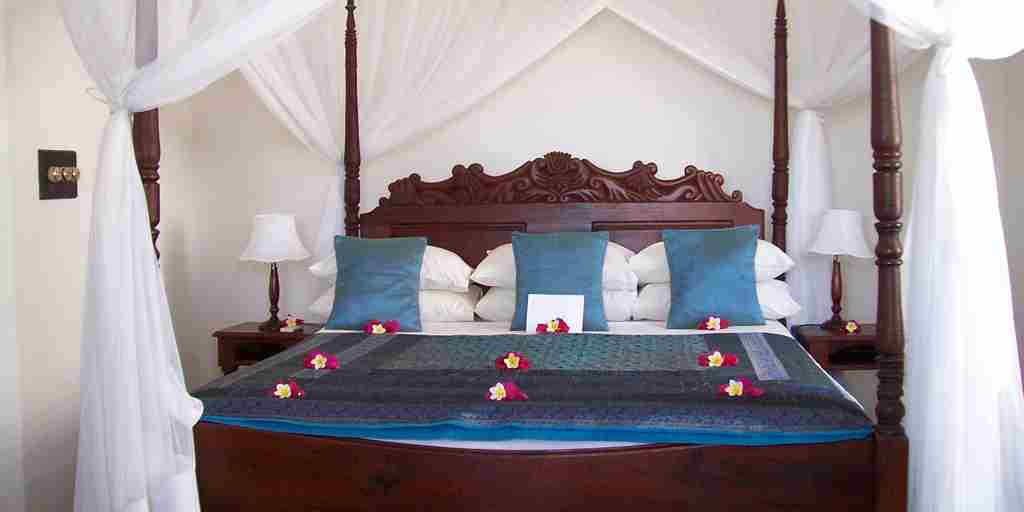 King size 4 poster bed Ibo Island Lodge.JPG