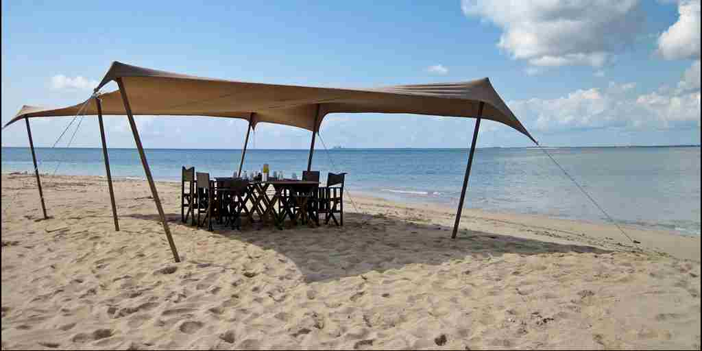 Beach lunch mobile island hopping safari.JPG