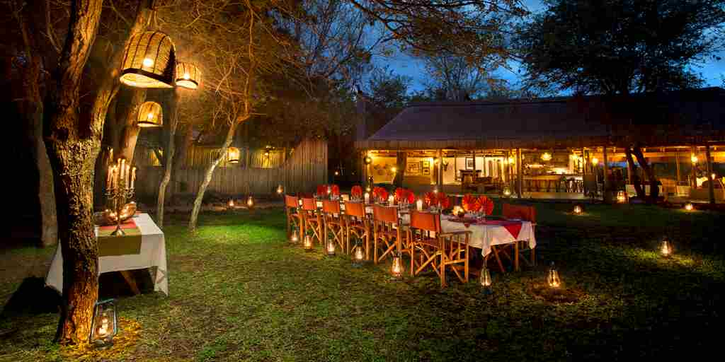 09. SAFARI CAMP DINNER UNDER THE STARS.jpg