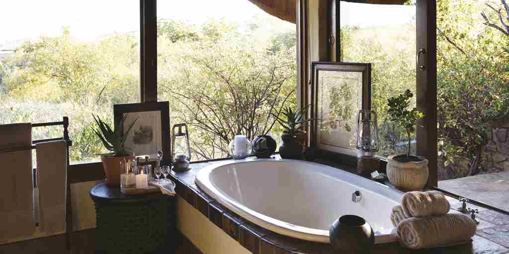 Tuningi suite bathroom 01