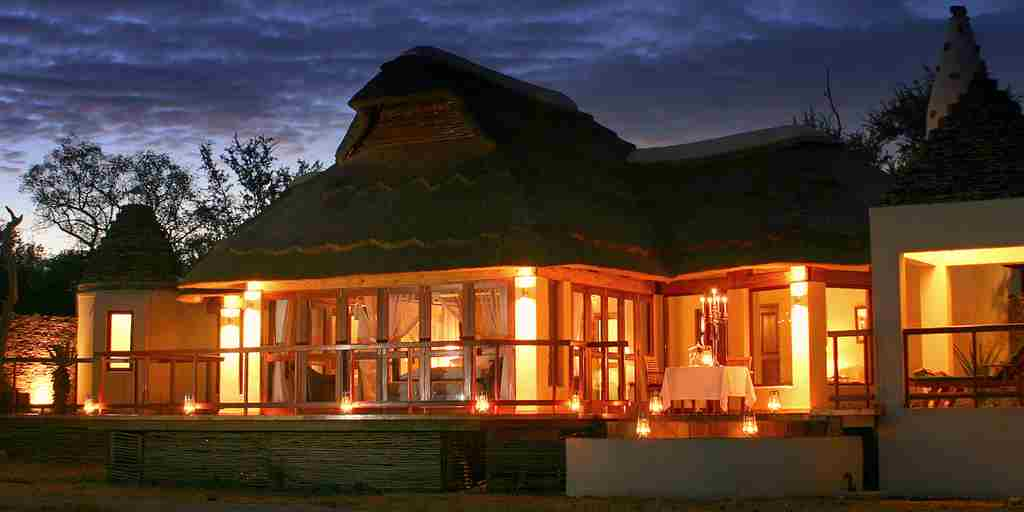 jamala_madikwe_villa_exterior_at_sunset.jpg