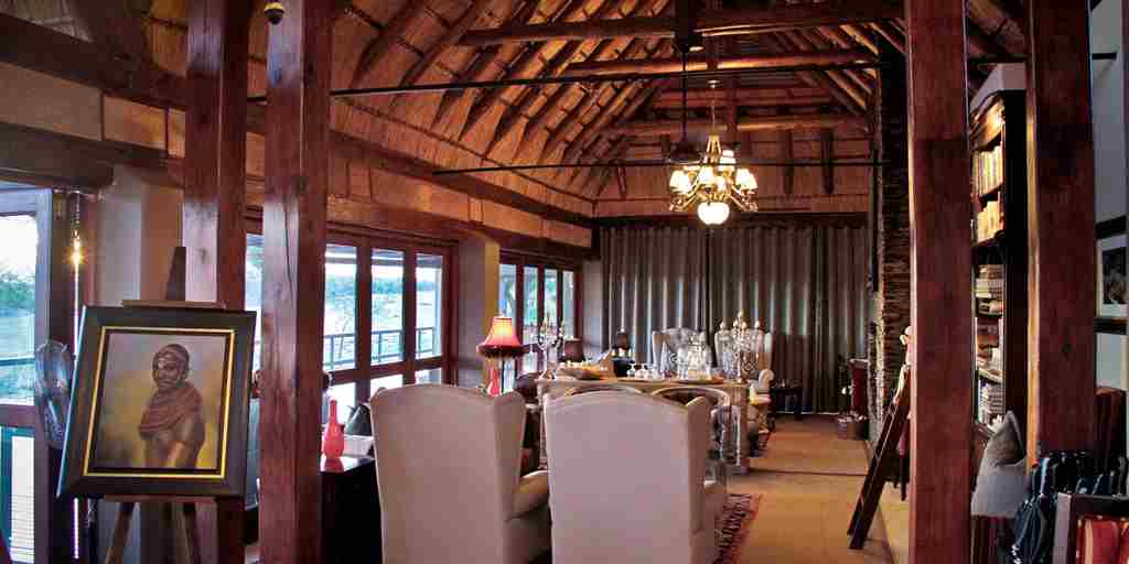 jm_lodge_interior_1.jpg