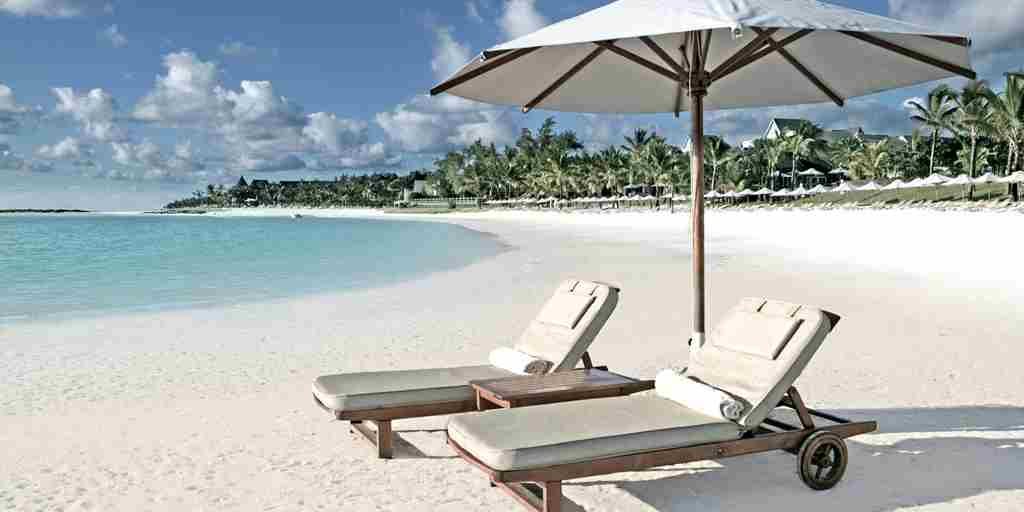 TRMA-Sun-Loungers-on-Beach-PW08R.jpg