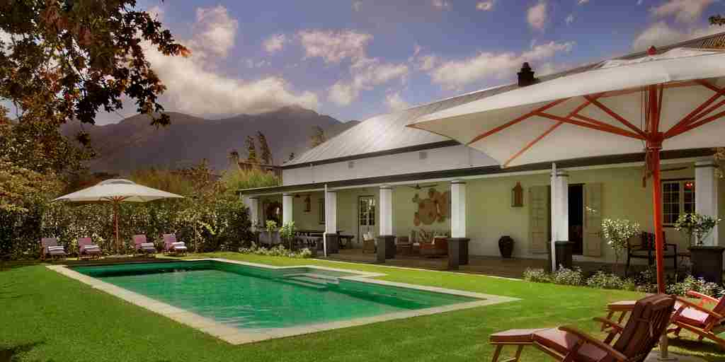 01. LA CLÉ DES MONTAGNES - La Grange - view over pool.jpg