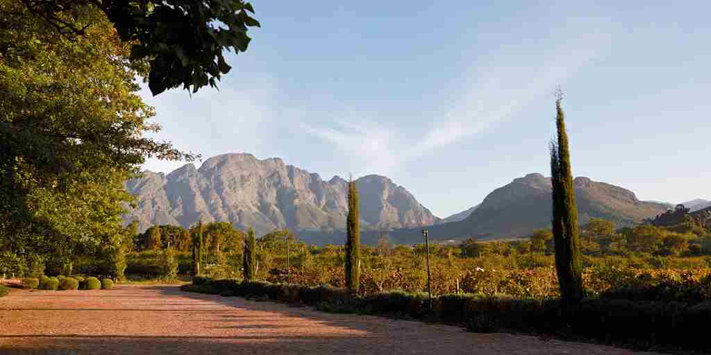 02. LA CLÉ DES MONTAGNES- view from parking.jpg