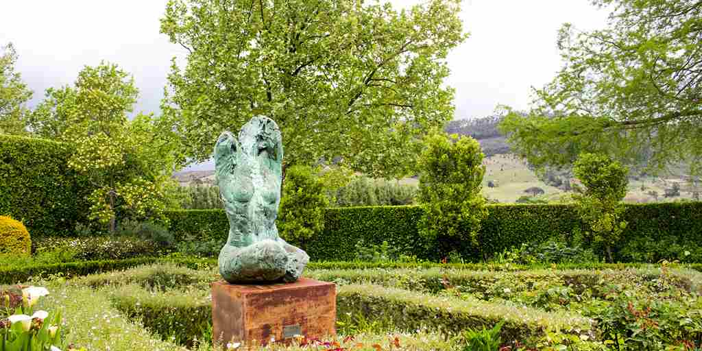 La Cle Country Lodge - sculpted detail.jpg