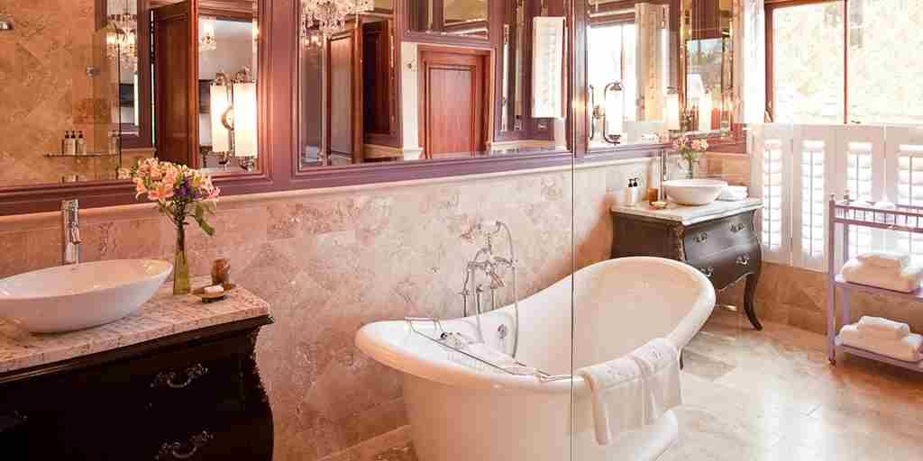 The-Royal-Portfolio-la-Residence-Villa-5-Bathroom-B.jpg