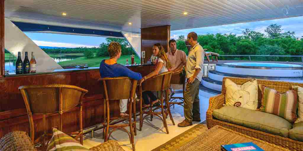 Houseboat-bar.jpg