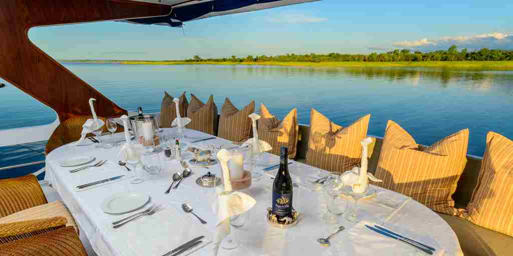 Houseboat-dining.jpg