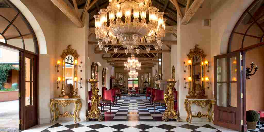 The-Royal-Portfolio-la-Residence-Front-Entrance-with-Main-Chandelier.jpg