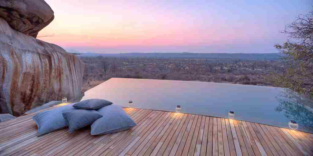 dusk-at-jabali-infinity-pool.jpg