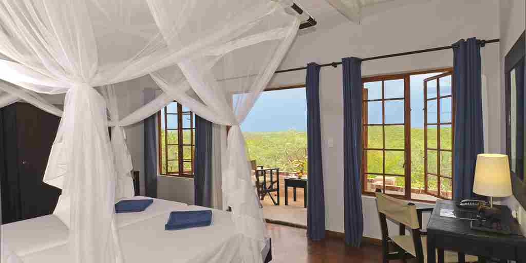 Etosha-safari-lodge-bedroom.jpg