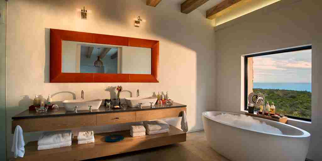 Morukuru-Ocean-House-bathroom-with-a-view.JPG