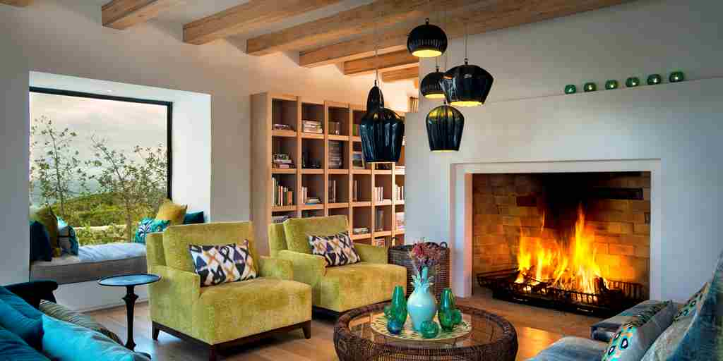Morukuru-Ocean-House-lounge-with-fireplace.JPG