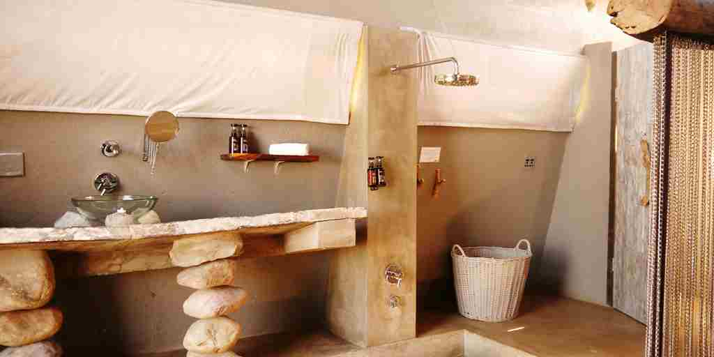 Naankuse-Lodge-Chalets-interior-Bathroom.jpg