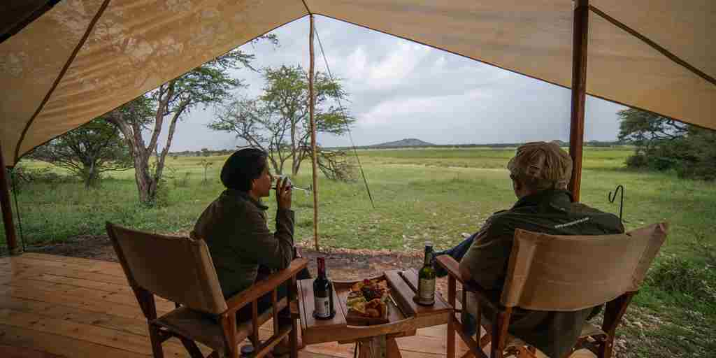 Luxury-safari-tent-deck-dining.jpg