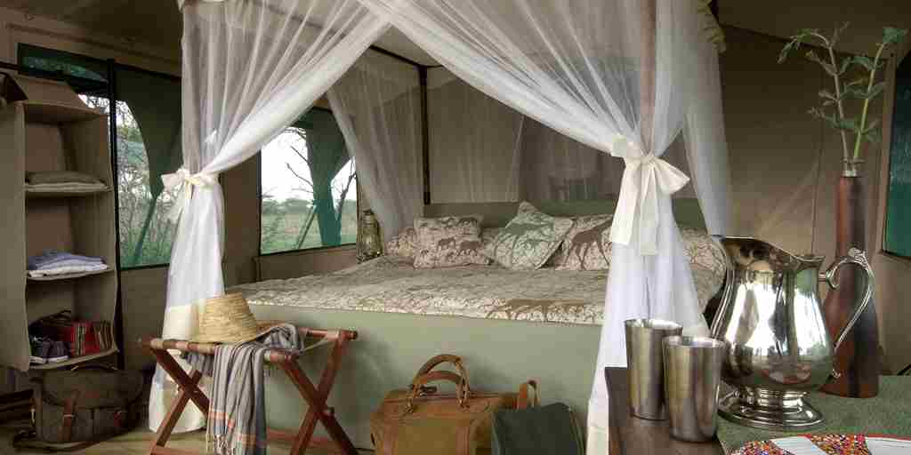 Kirurumu-serengeti-king-bed-tent.jpg