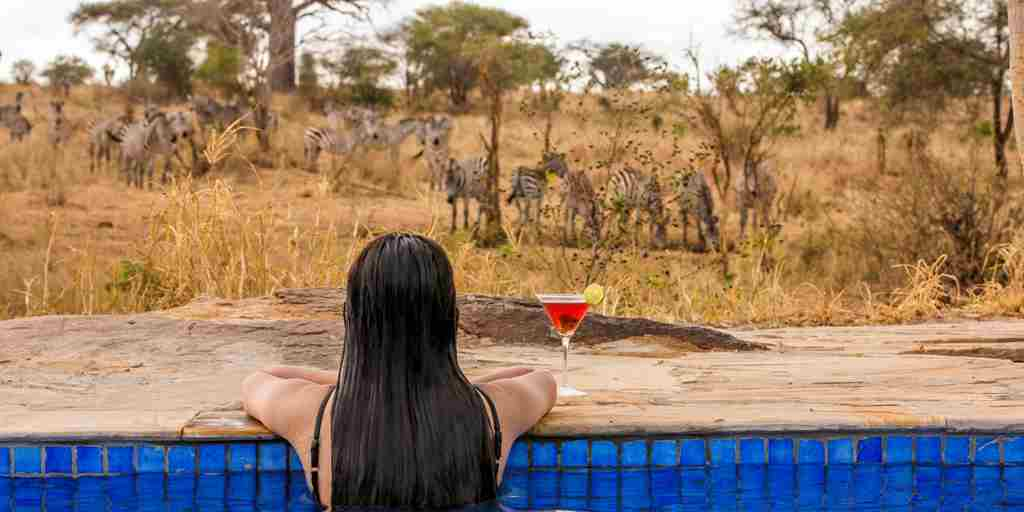 Drinks-by-the-pool-tanzania.jpg