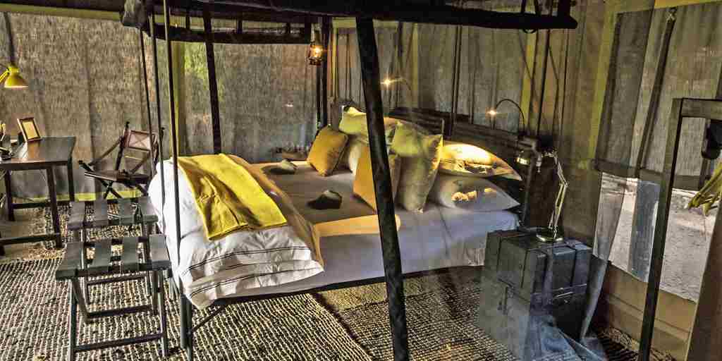 Vintage-tent-bed-safari.jpg