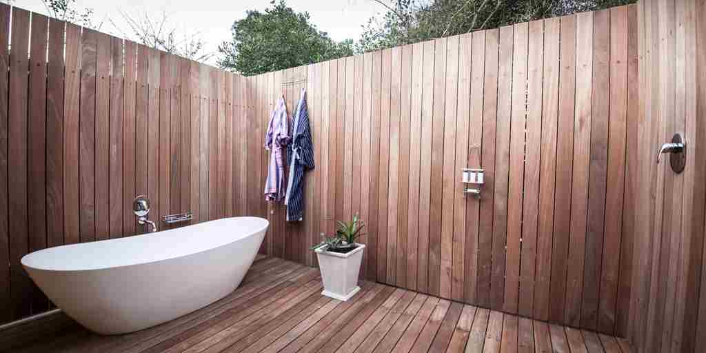 Lodge-private-outdoor-bathroom.jpg