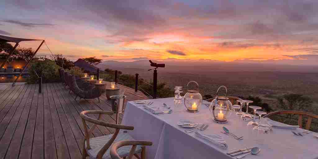 Romantic-dinner-luxury-safari.jpg