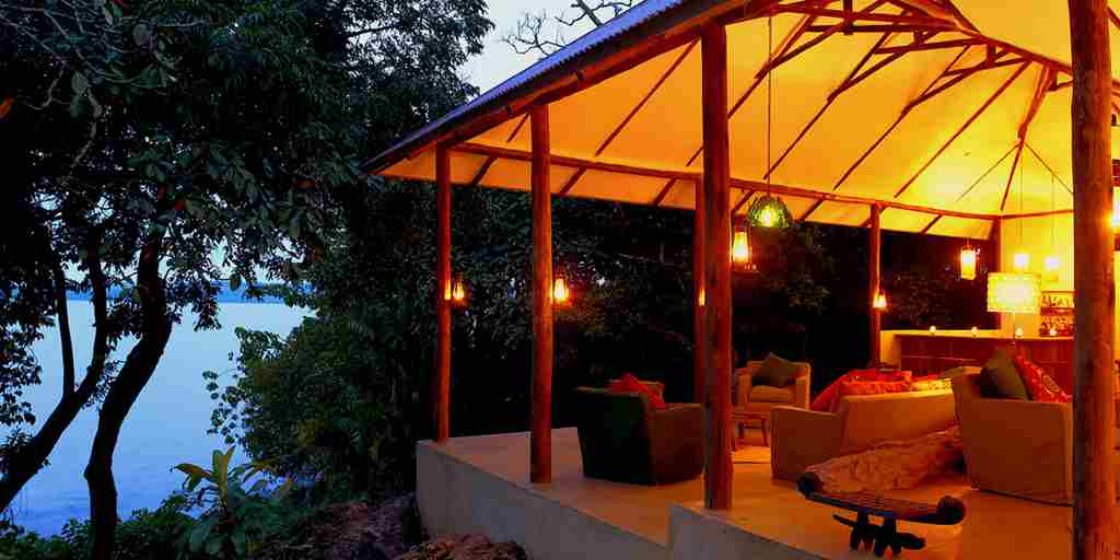 Rubondo-island-camp-lounge-evening-main.jpg