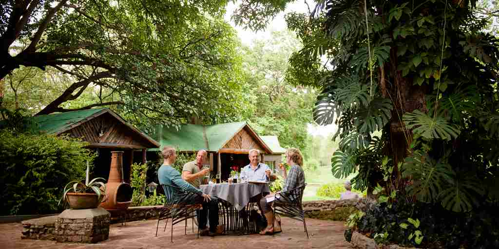 Meru-Game-Lodge-outdoor-dining.jpg