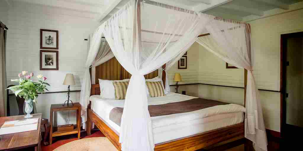 Meru-Lodge-bedroom.jpg