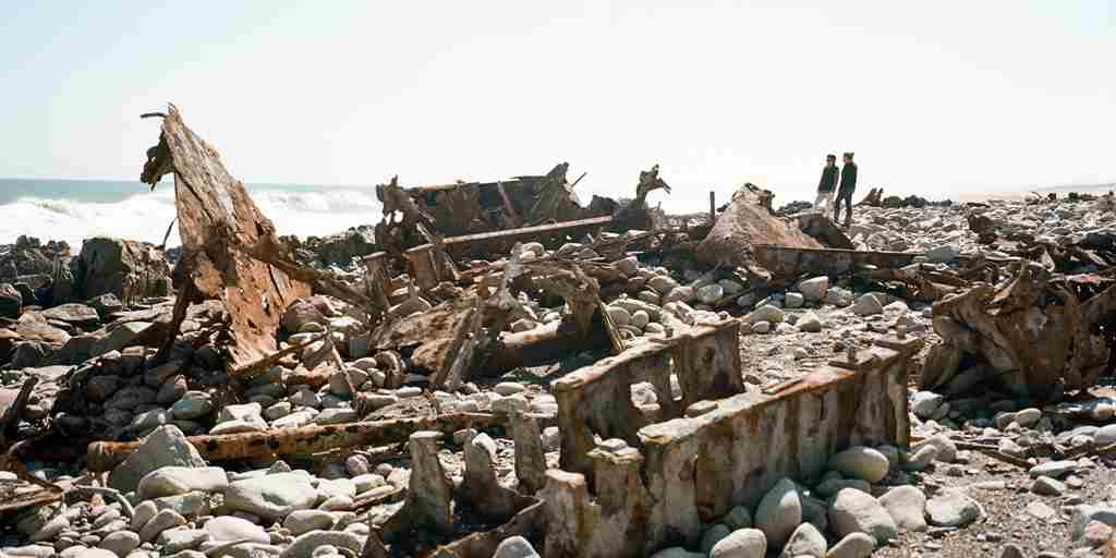 Namibia-Shipwrecks-along-the-coast.jpg