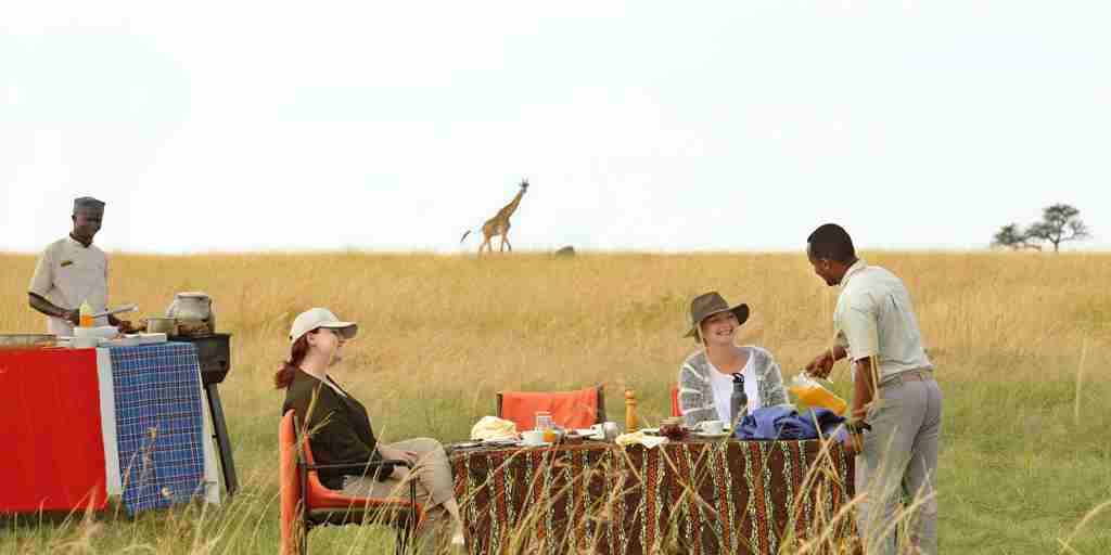 Olakira-Bush-breakfast-with-chef-cooking-out-in-the-serengeti.jpg