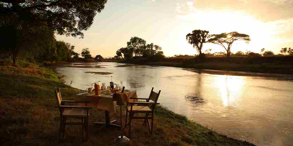 River-dinner-safari-kenya.jpg