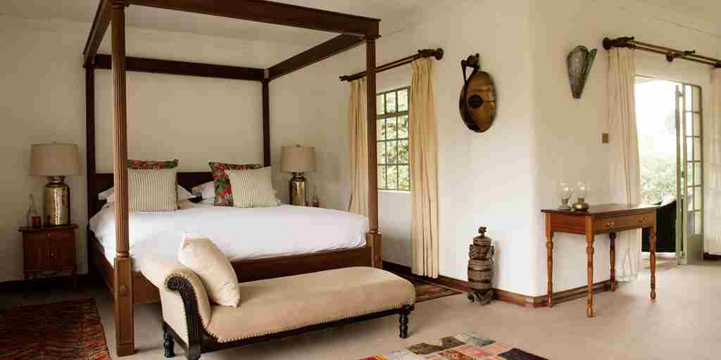 Sabyinyo-Lodge-Guest-Bedroom.jpg