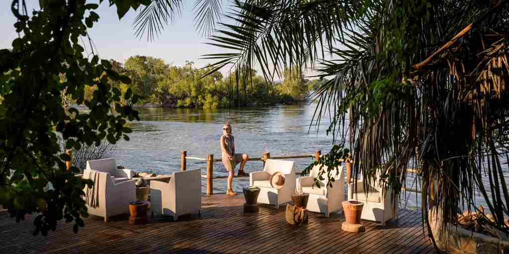 Sanctuary-Sussi-Zambexi-river-bar-relaxation-area.jpg