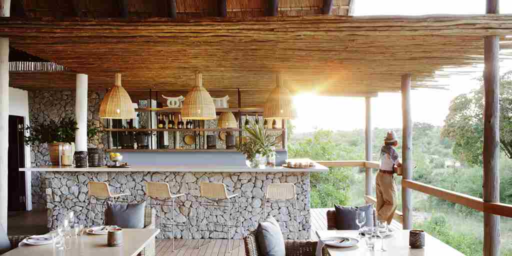 Londolozi-Granite-Suites-Bar.jpg