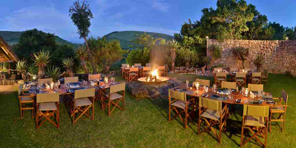 dining-fire-pit-bayethe-lodge-south-africa.jpg