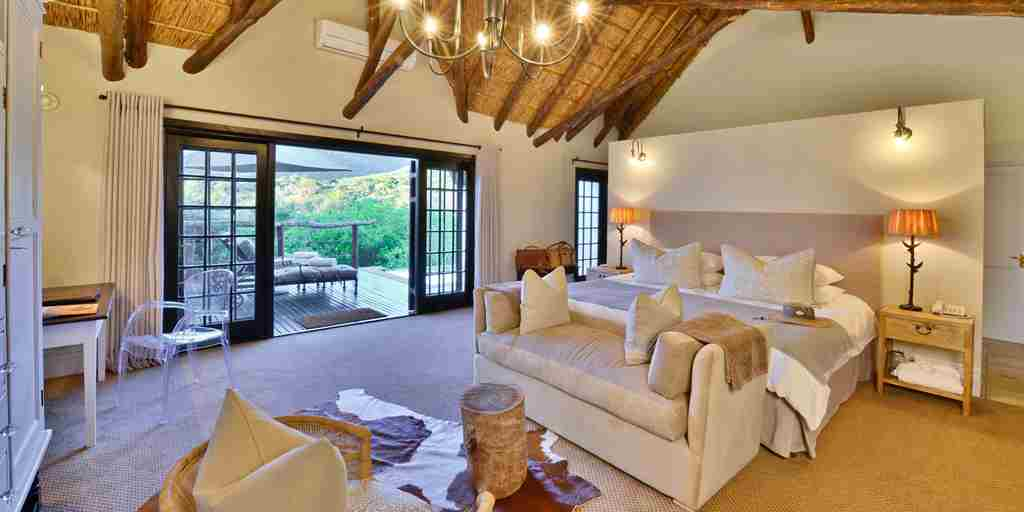 bedroom-lobengula-lodge-south-africa-Window.jpg