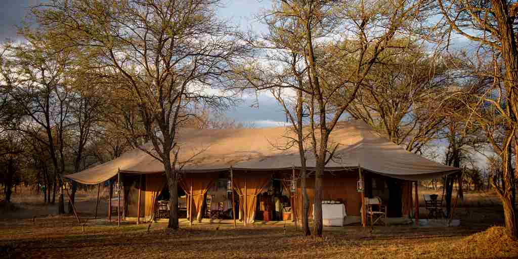 Serian-Serengeti-Kusini-outside-view-tent.jpg
