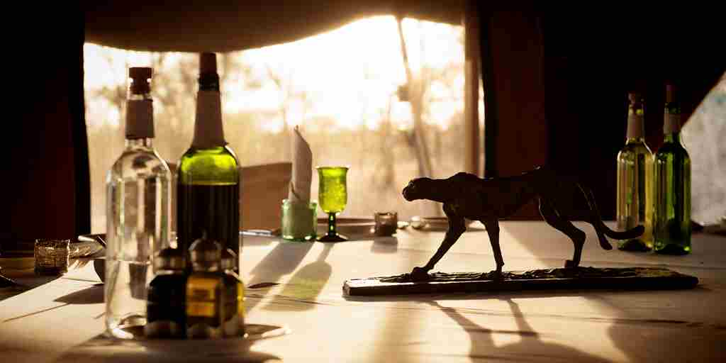 serena-serengeti-wetu-dining-table-detail.jpg