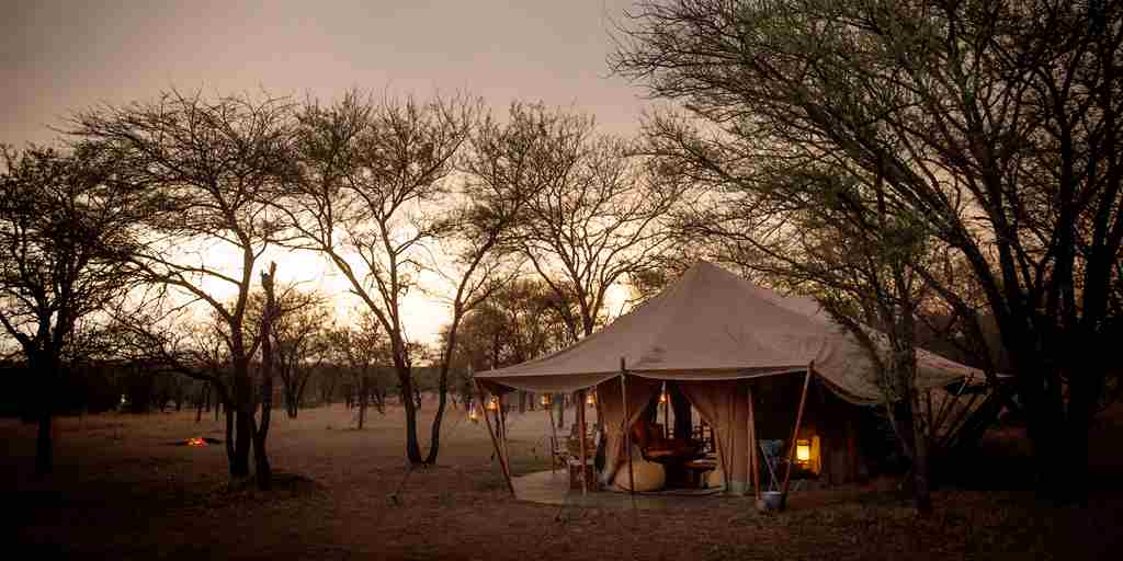 serena-serengeti-wetu-exterior-night-setting.jpg