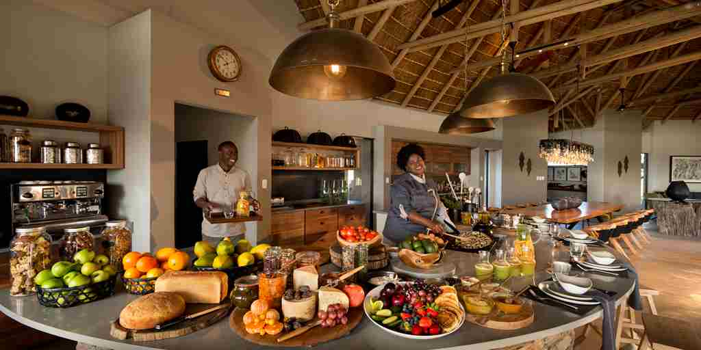 rockfig-safari-lodge-breakfast-buffet.jpg