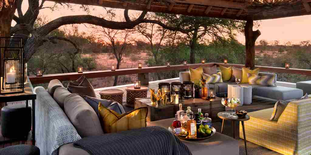 rockfig-safari-lodge-drinks-on-deck.jpg