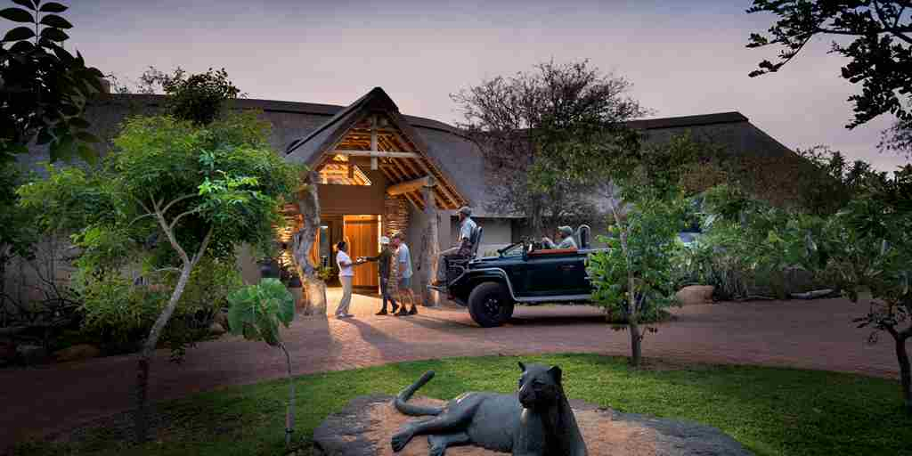 rockfig safari lodge welcome entrance