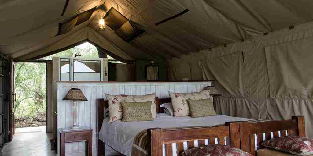 the-hide-double-bed-zimbabwe.jpg